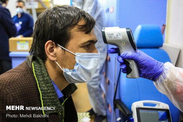 رونمایی از دستگاه اندازه گیری تب و اکسیژن خون در دانشگاه آزاد