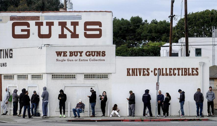 فروش بی سابقه اسلحه در آمریکا با گسترش اعتراضات