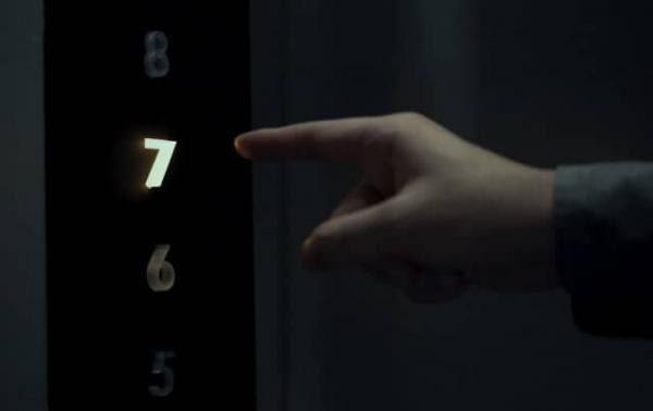 فناوارانه ویروس کرونا در آسانسور را لمس نکنید
